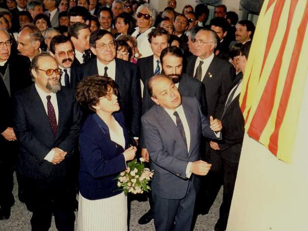 Inauguració nou teatre La Passió Olesa 1987 descoberta placa vestíbul