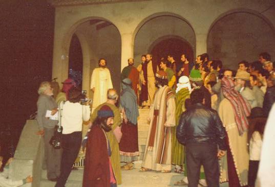 La Passió Olesa al carrer després incendi Gran Teatre el 1983