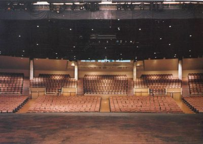 Interior nou teatre La Passió Olesa vista del pati de butaques des de l'escenari final obres