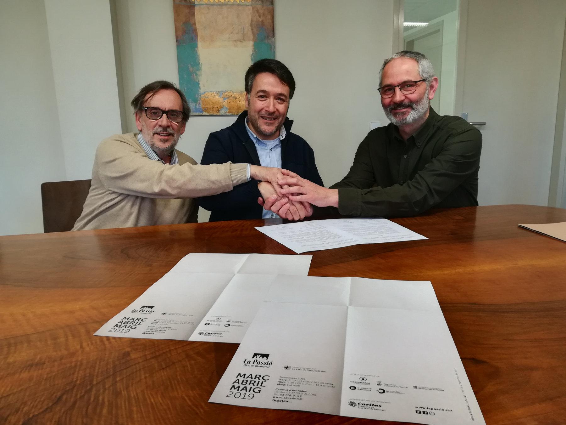 Signatura conveni La Passió d'Olesa i Càritas 2019